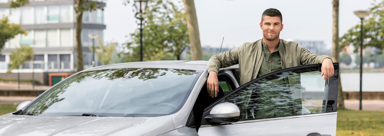 Tom met zijn auto