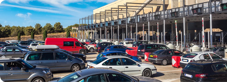 Een druk verkeerspunt bij de Franse tolwegen